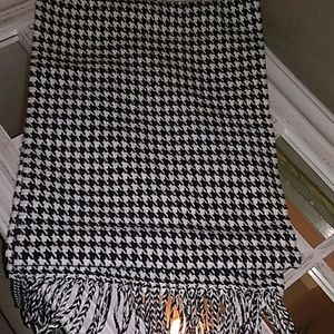 D&Y Softer Than Cashmere? Houndstooth scarf